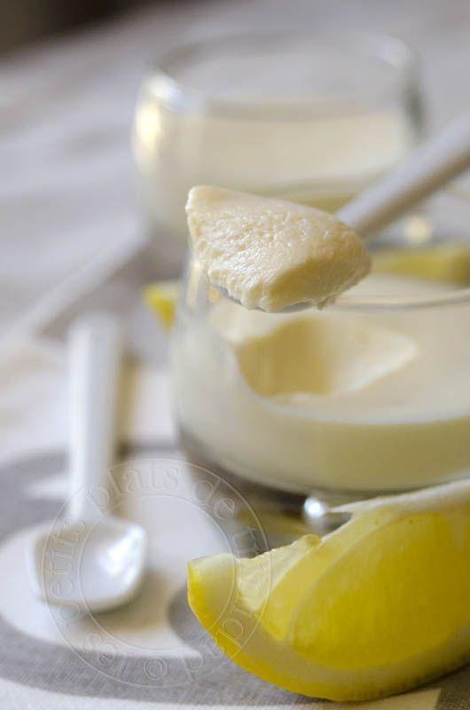 Aussitôt goutées chez Carole , aussitôt testées, parce que c'est rapide, facile et bon !!!   Crèmes au citron express  Pour 4 petits pots ...