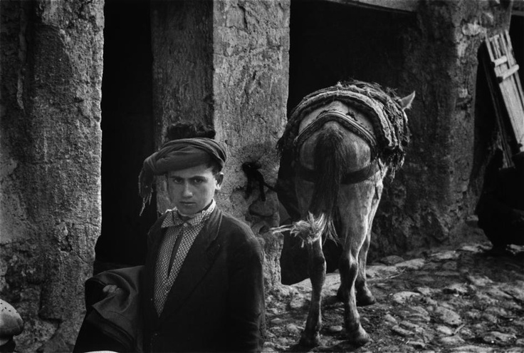 Market day in Siirt, 1958, photo by Ara Güler (please repin with photographers credits)