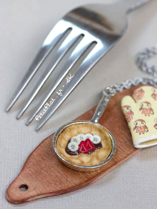 """● Miniature pan = 4,4 cm (1""""3/4) ● Material: polymer clay, silver charm, stainless steel necklace"""
