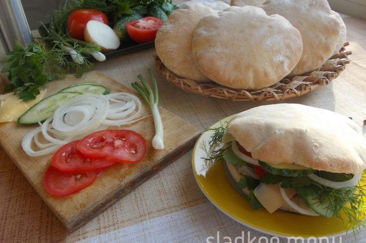 Пита - это круглый, плоский пресный хлеб, очень распространённый в странах Ближнего Востока и ...