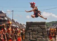 Tradisi Lompat Batu, Nias - Sumater Utara - Wisata Budaya