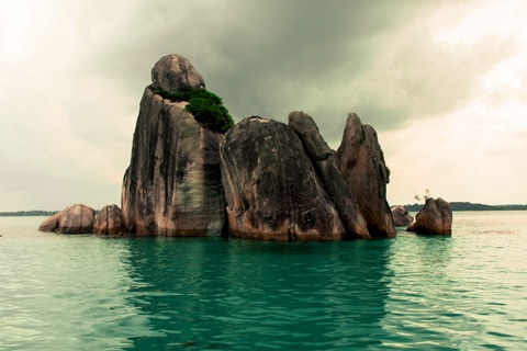 Beauty of Lengkuas Island on a cloudy day. More photos at: http://indsight.co.id/article/67    (Photo by IndSight/Iwan)