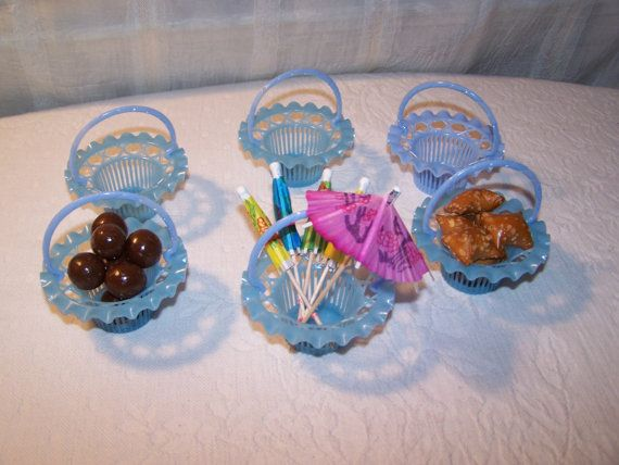 Vintage Party Favors Plastic Baskets Nut Cups  by NanasMercantile
