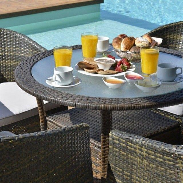 A special good morning with taste of a delicious breakfast, at poolside. Not bad, huh? / Bom dia especial com gostinho de café da manhã delicioso, na beira da piscina. Nada mal, hein?! #ClubMed #food #breakfast #travel #delicious #Padgram