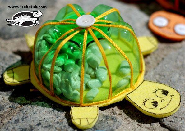 Hacer tortugas con botellas de plástico recicladas