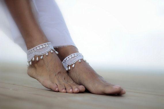 Goccioline avvolte in sandali a piedi nudi per il di FULYAK