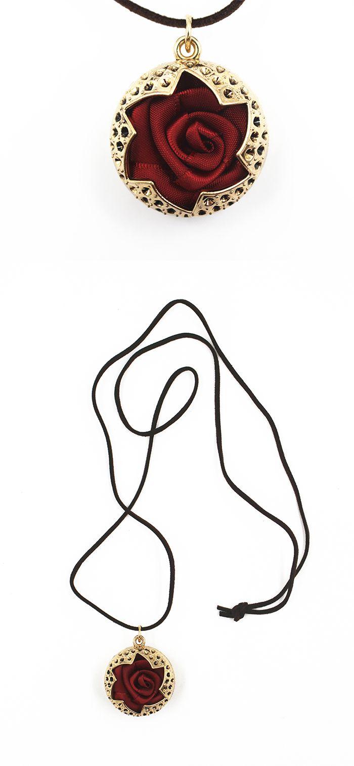 Sautoir avec pendentif rose http://www.shusee.com/bijoux-fantaisie/110-sautoir-avec-pendentif-rose.html