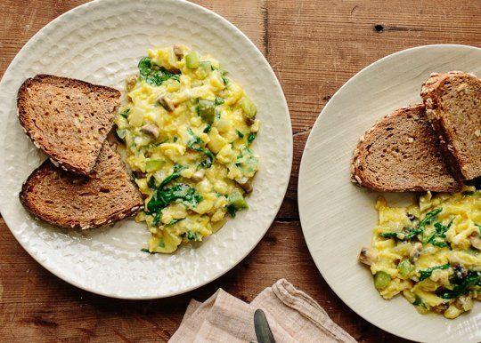 #Recipe: Scrambled Eggs With Green Peppers & Mushrooms #Breakfast #healthystart