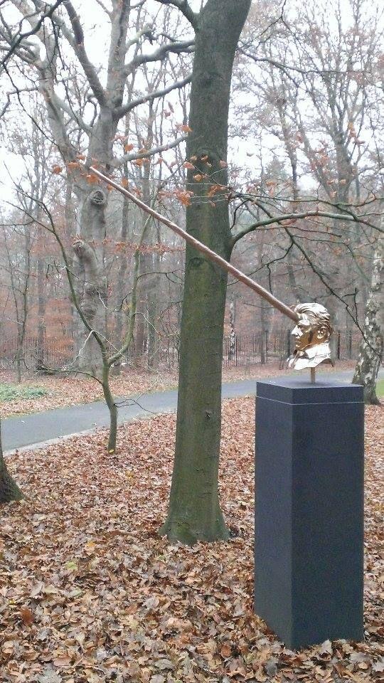Locatie: Kröller muller  Datum: december 2014 Fotograaf en bron: Hanneke Beijleveld #kunst #beeld #Krollermuller #eenhoorn #goud