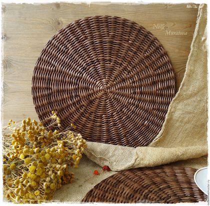 Купить или заказать ' Милый дом' Салфетки сервировочные плетеные в интернет-магазине на Ярмарке Мастеров. Подставочные салфетки под тарелки и приборы сплетены из бумаги, прочные и легкие. Универсальны и незаменимы при сервировке стола. Станут прекрасным дополнением к вашему интерьеру и сделают его еще более уютным и стильным. Цена указана за одну салфетку. Возможен повтор 'по мотивам', в любом цвете. Все материалы, используемые в работе, безопасны для здоровья. Уважаемые покупатели!