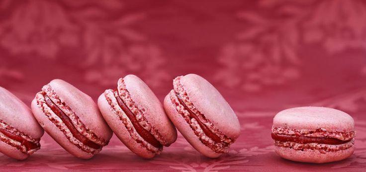 Macarons mit Glühwein-Füllung und fruchtigem Himbeer-Aroma sind etwas ganz Besonderes. Sie passen zur Advents- und Weihnachtszeit optimal.