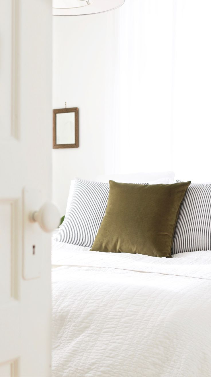 clean white sheets: If you're dealing with yellowed sheets, soak them overnight in hot water with a mix of laundry detergent, borax, dishwashing detergent, and strong vinegar. About 1/3 cup of each. Then rinse – or wash again – in lots of hot water and vinegar. Even badly yellowed sheets usually come up beautifully white.