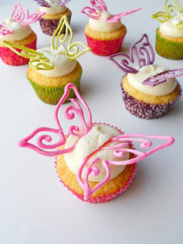 Muffins décorés avec des papillons de fondant et de crème   – Essen