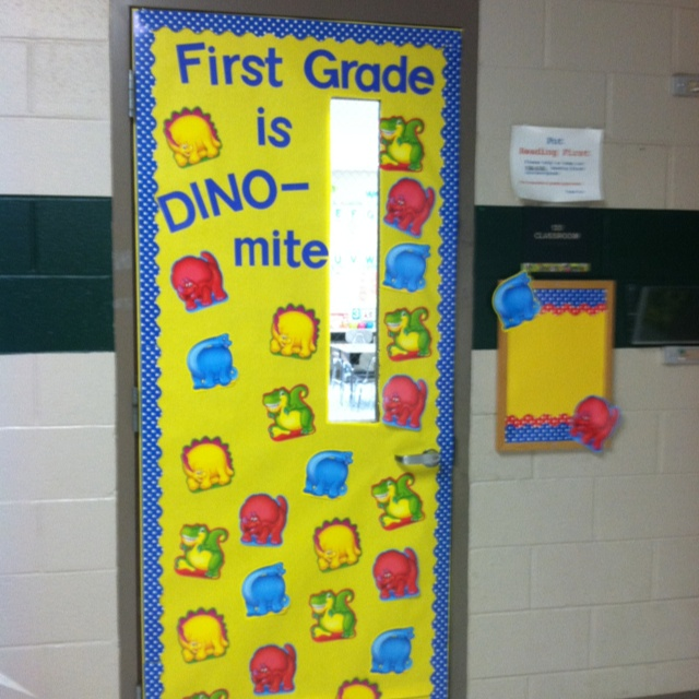 Back to school door decoration school ideas pinterest for Back to school board decoration