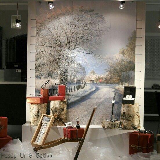 Christmas window display at Husby Ur & Optikk in Steinkjer, Norway. Visual merchandising.  Vindusutstilling.