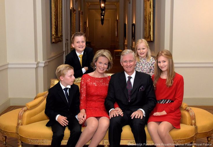 Belgian Royal Palace (@MonarchieBe) on Twitter:  Christmas 2016 with the Belgian Royal Family-Prince Emmanuel, Prince Gabriel, Queen Mathilde, King Philippe, Princess Eléonore and Princess Elisabeth, Duchess of Brabant,