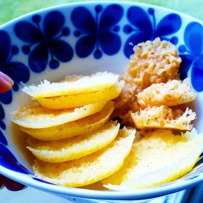 Smidigt snacks till Lördagkvällen! !Silicon eller pappersformarRiven ost Valfri. (Inte för fet)Ev krydda.typ salt,cayennepepparFull effekt i Micron 1,5- 2