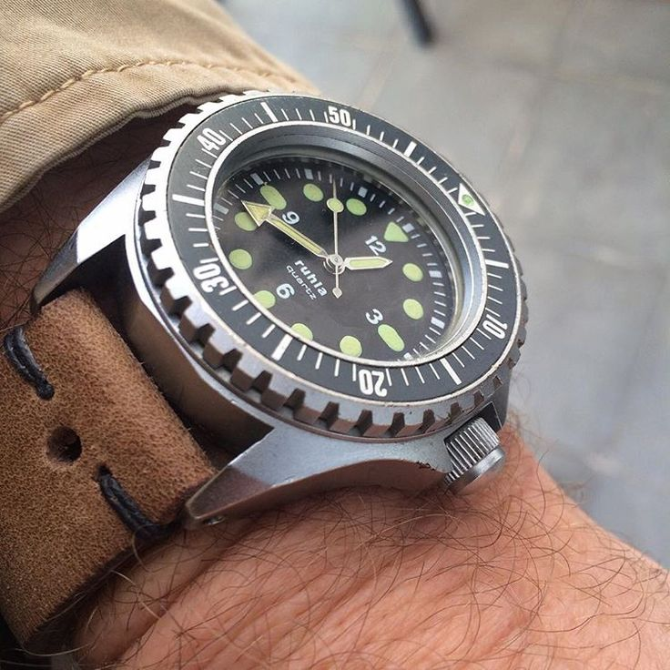 Original Ruhla NVA Kampfschwimmer military diving watch. This is a very early production one dating it back to 1985 the heyday of the DDR. #Ruhla #nva #kampfschwimmer #ksk18 #kampfschwimmerkommando #ddr #vintagediver #womw #watchesofinstagram #watcheswithpatina #divewatch #militarywatch #militarydiver