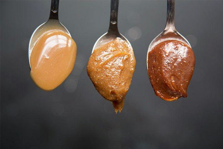Caramel salé: 100g de sucre 1cs eau 30g beurre salé 150ml de crème liquide  Version praliné : 40g noisettes + 40g amandes (torréfiés dans poele) Version praliné + chocolat : 50g chocolat noir  Torréfier les noisette jusqua presque liquide. faire caramel eau sucre puis ajouter beurrepar morceaux puis pate noisettes puis choco puis crème. Dans pot et frigo pour épaissir!