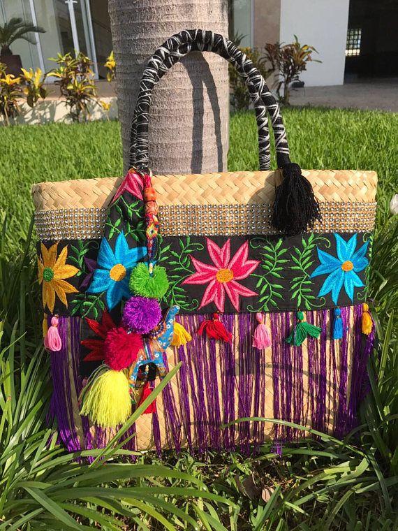 48704ef7a Artículos similares a Bolsa artesanal de palma tejidos a mano en Etsy  Manualidades Artesanales, Bolsas