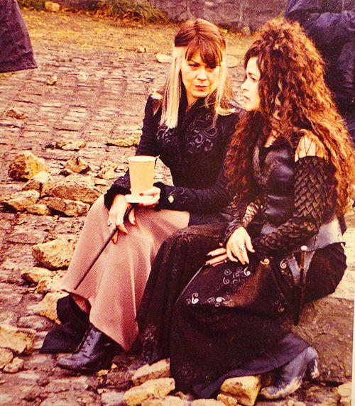 Familie Edit Bellatrix heeft 2 zussen Andromeda Tops en Narcissa Malfidus wat haar de tante maakt van Draco Malfidus en Nymphadora Tops Bellatrix aan de Zwarte