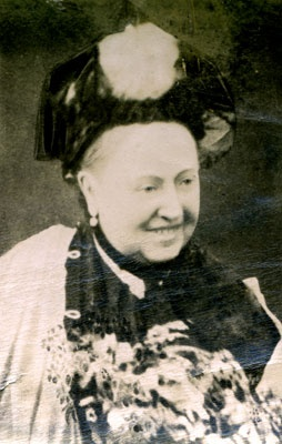 Queen Victoria - SMILIING~!!!! 1887