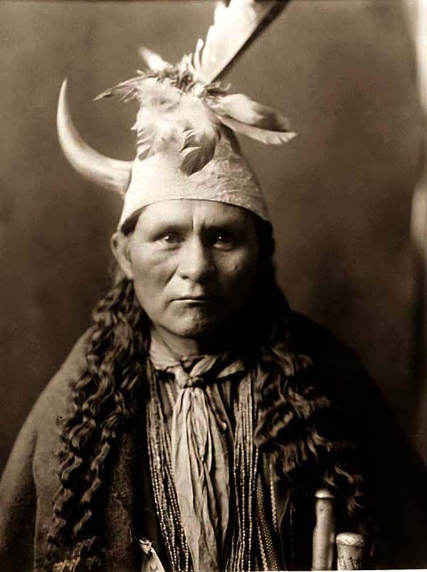 Google Image Result for http://www.old-picture.com/indians/pictures/Indian-Head-Dress.jpg