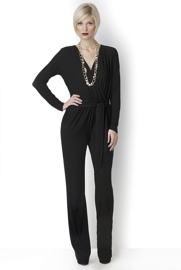 Tips: Φοριέται με πολλές μακριές αλυσίδες στο λαιμό. Μπορεί να φορεθεί και με γόβα στιλέτο ή βραδινό πέδιλο. Όσο πιό ψηλό, τόσο καλύτερα.
