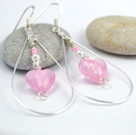 Avlange creolringer med nydelige rosa muranohjerter. #jewelry