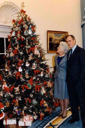 1990 President George H.W. Bush's Christmas Tree  NOT the Blue Room tree.