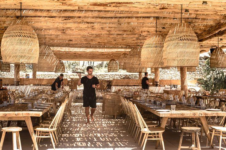 restaurang på myknos med bohemisk och rustik känsla