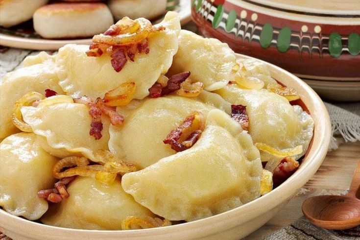 ● источник Хозяюшки Online ●             Вареники, которые никогда не развариваютсяЭтот рецепт подойдет идеально тем кто не любит .когда тесто в варениках толстое или слишком упруго-жесткое.Вареники…