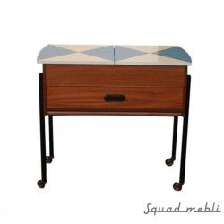 Niebieski Niciak Piękny element wystroju doskonały nie tylko na akcesoria krawieckie. #niciak #sue #locker #przybornik #furniture #vintage