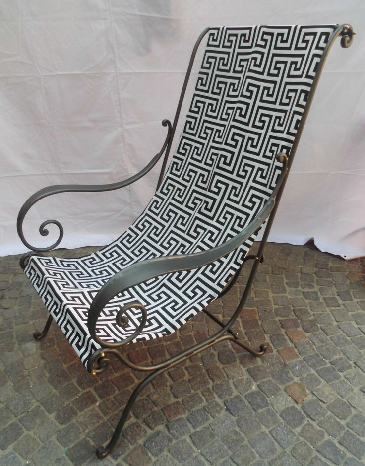 Sedia con stoffa in ferro battuto Chaise avec tissu en fer forgé. Silla de tela hierro forjado. Chair with cloth wrought iron