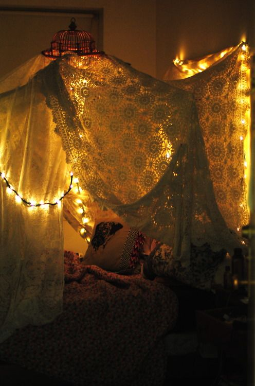 Best String Lights For Dorm Rooms : cute lights and drapes for your bedroom - f yeah cool dorm rooms Decor Inspiration Pinterest ...