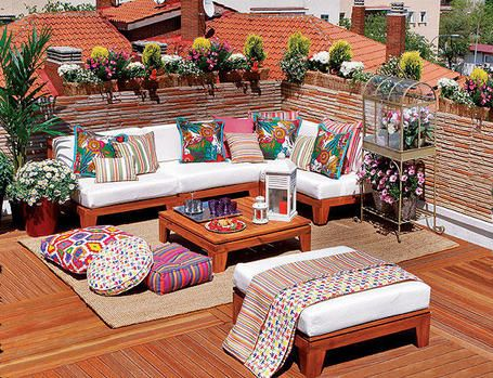 Colorful and Comfy outside living/sitting area on White FROM: 40 Chic Rooftop & Terrace Designs - Style Estate -