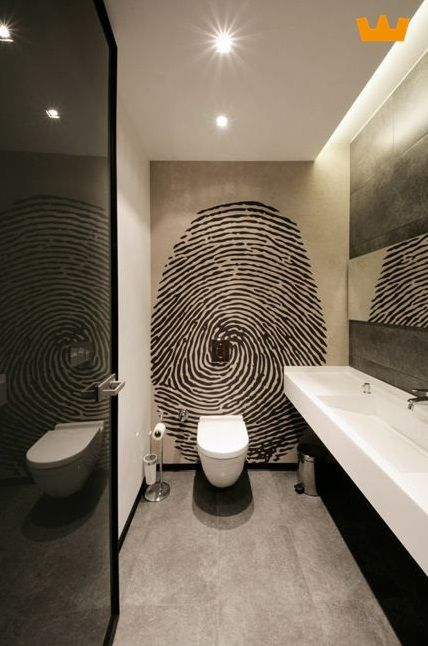 Mooie fotoprint op de achterwand van het toilet - www.witzand.nl