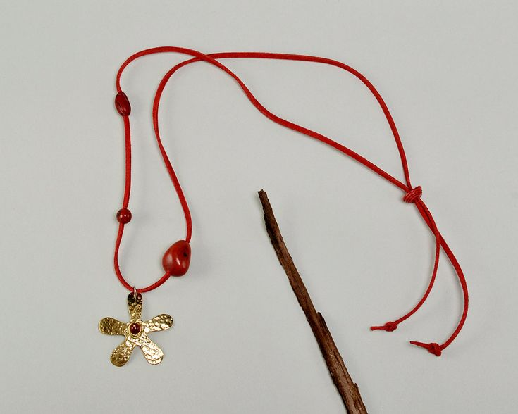 Gold flower necklace, brass daisy necklace, gold toned flower, hammered pendant, tumbaga jewelry, red cord necklace, Long necklace,red tagua by ColorLatinoJewelry on Etsy
