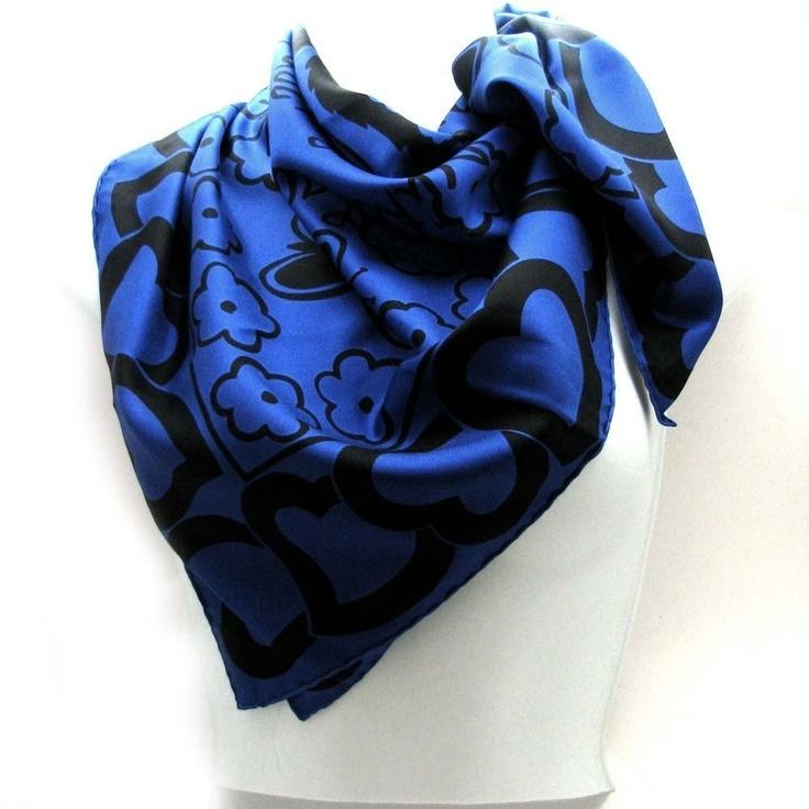 YVES ST LAURENT,  foulard 100% soie $256