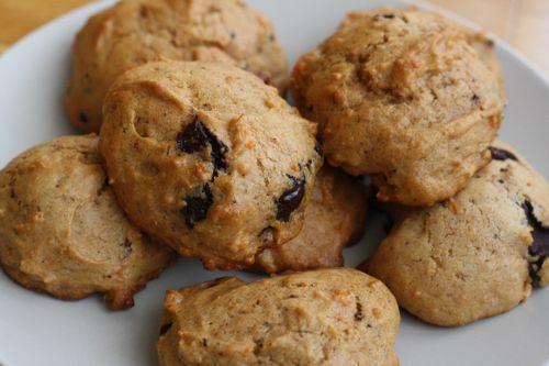 Mis famosas galletas de boniato son super ricas-- casi como un bizcocho. Pruébalas ya! Ver más recetas en recetasamericanas.com