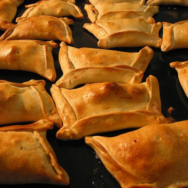 Aprende a preparar empanada chilena de carne con esta rica y fácil receta.  La empanada chilena es famosa tanto en Chile como en el resto del mundo. En Chile, la...