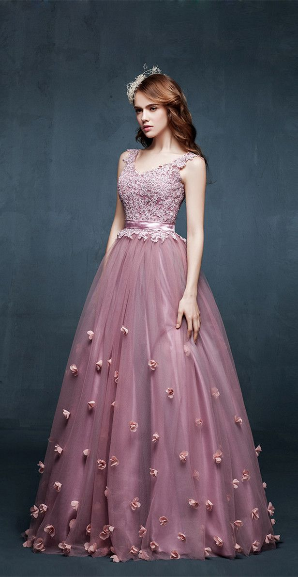 Love d creativity ....gown looks like water falling amidst roses