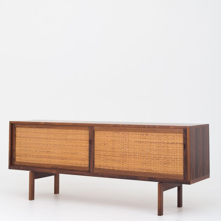 RY 26 - Sideboard in rosewood   Klassik.dk - Nordens største udvalg inden for danske møbelklassikere