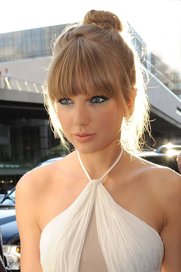 Taylor Swift ~ soft neutral tones in her hair, glowing blue eyes...stunning!