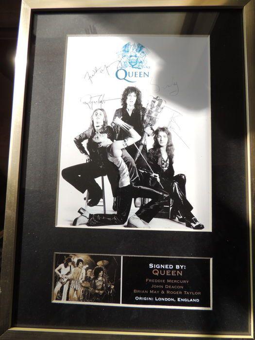 Mooie Queen Memorial ondertekend handtekening ondertekend foto ingelijst herdrukt  Mooie Queen-Freddie mecury John Deagon hersenen kan ondertekend handtekening herdrukt Direct uit het origineelKoningin was een Britse rockband die in Londen 1970 opgericht. hun klassieke line-up was Freddie Mecury - Brain mei - Roger Taylor en John DeaconDe band hebben vrijgegeven een totaal van 18 nummer - één albums en tochten verkocht meer dan 150 tot 300 miljoen records waardoor ze een van de wereld s best…
