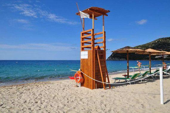 Das familienfreundliche Hotel Su Giganti befindet sich direkt an der Südostküste Sardiniens in unmittelbarer Nähe zum feinsandigen, weißen Strand von Campus im Badeort Villasimius. Gemütlich eingerichtete Zimmer, ein wunderschöner Garten mit seinem erfrischenden Pool und die Möglichkeit für zahlreiche Wassersport-Aktivitäten in direkter Nähe machen das charmante 3-Sterne Hotel Su Giganti zu einer perfekten Adresse für entspannten Badeurlaub für die ganze Familie in Sardiniens Südosten.