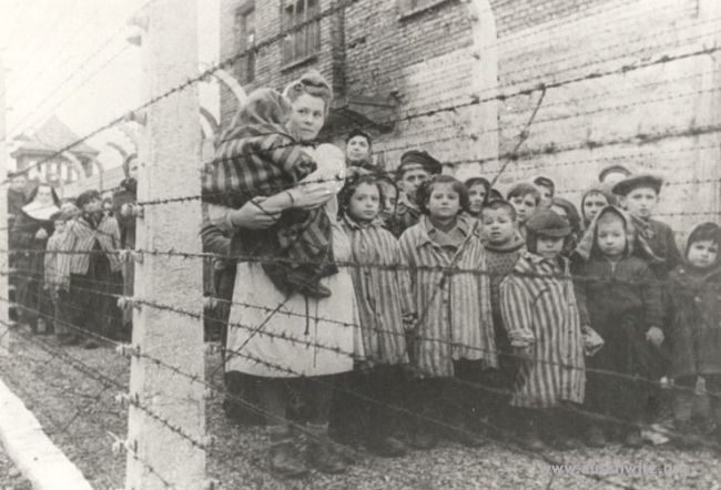 Children after liberation:  From among 230 000 children deported to KL Auschwitz only 700 were liberated. (Auschwitz-Birkenau State Museum Archives)