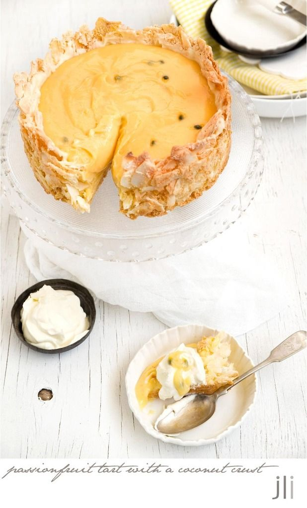 Tarte au curd de fruits de la passion sur fond de tarte à la noix de coco - Passionfruit tart with a coconut crust