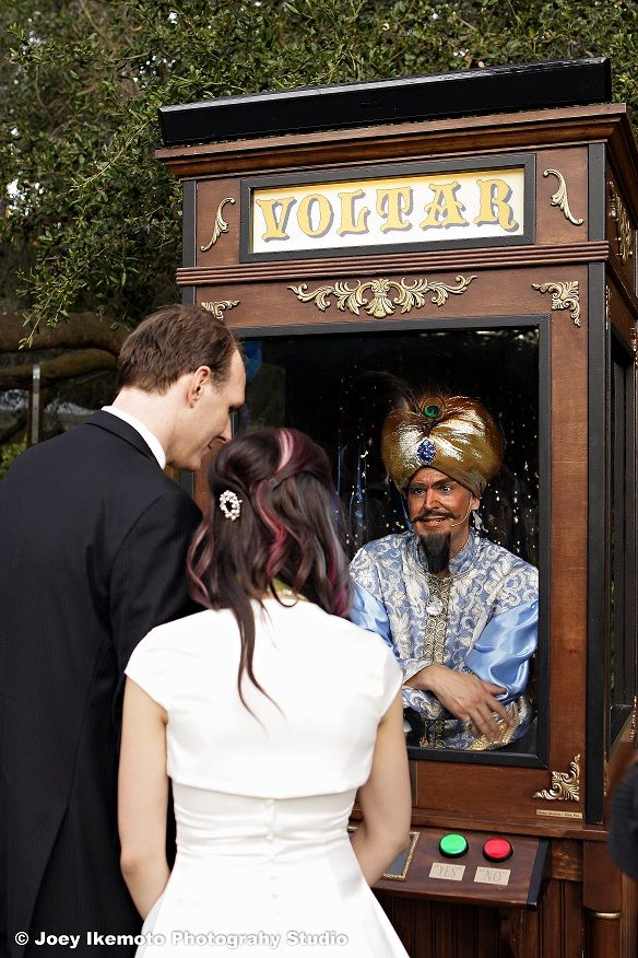 Alternative wedding entertainment: Live actor retro fortune teller booth! HOW FUN WOULD THIS BE