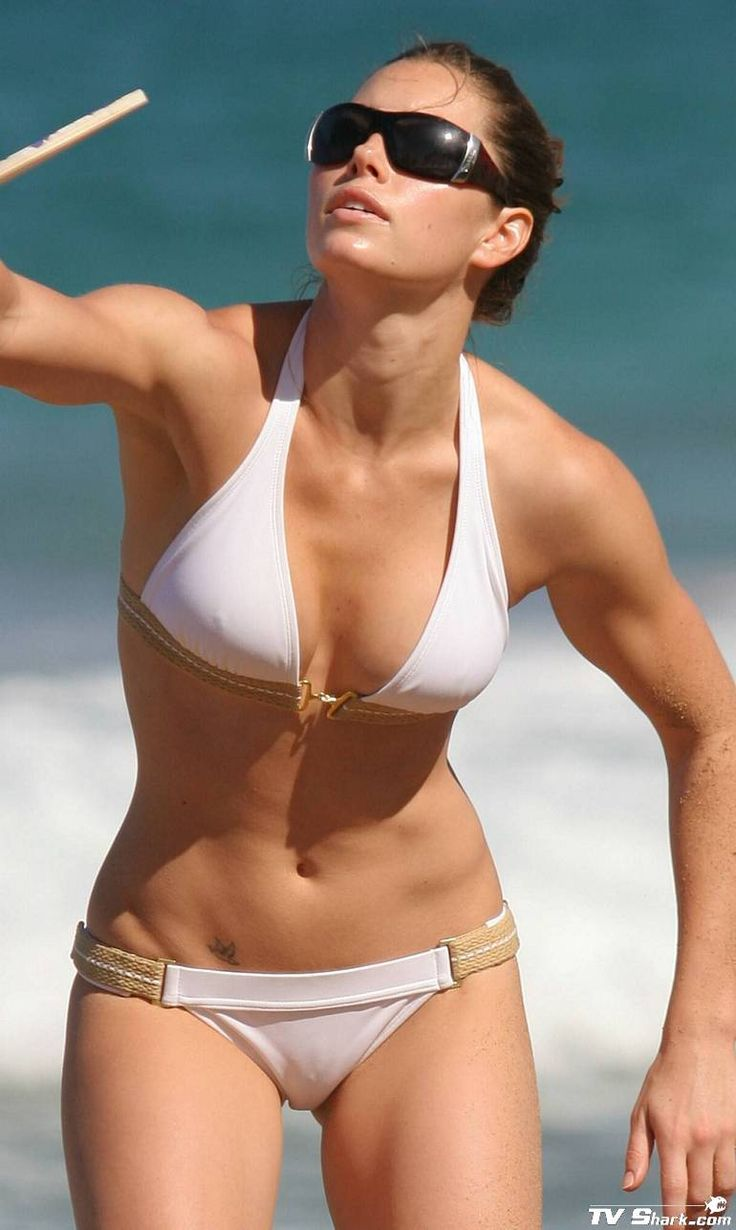 Jessica Biel has one of the BEST bodies in Hollywood.  And she admits that she works hard for it.  Love her.